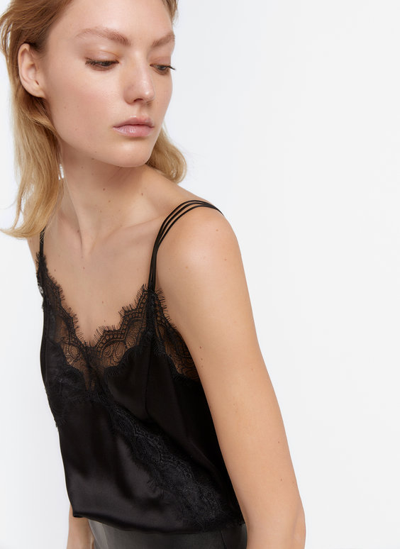 Schwarzes Top in Lingerie-Optik