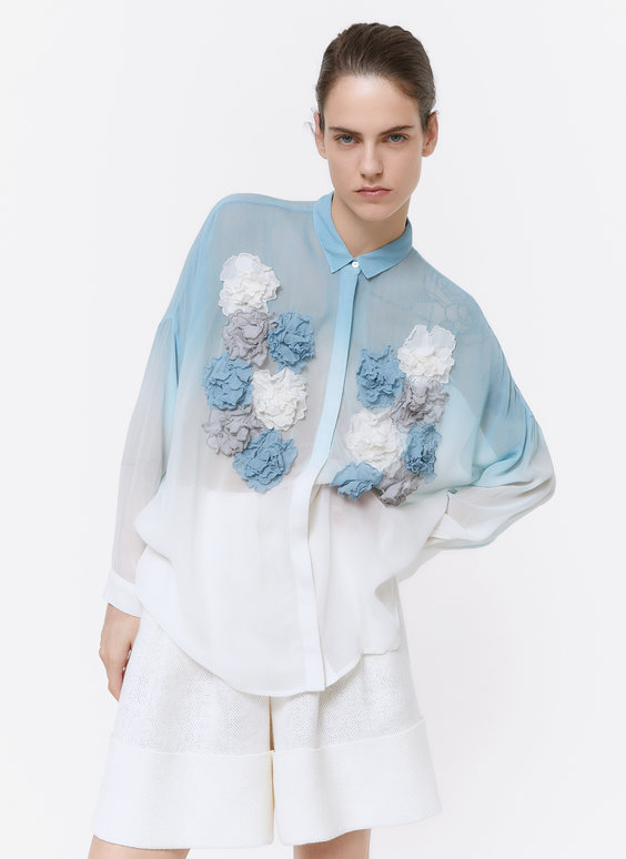 Shirt with embroidered flowers
