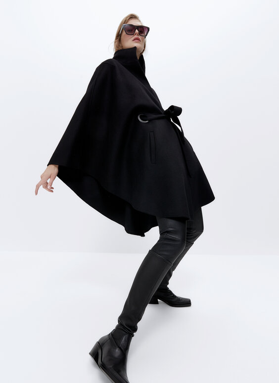 Wool cape with quilted lining