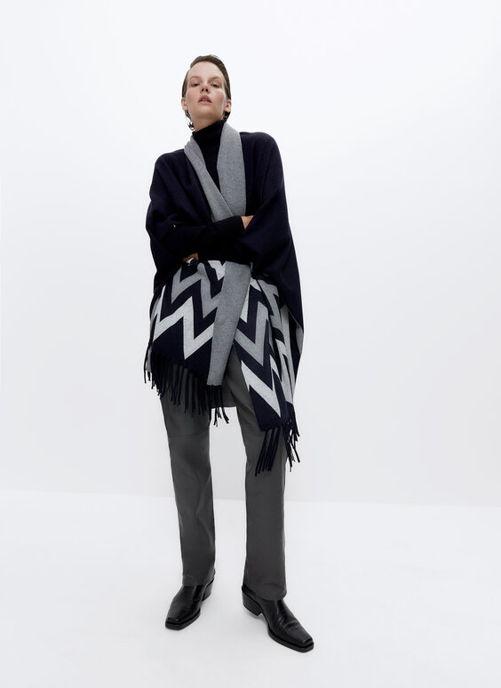 Knit cape with fringing