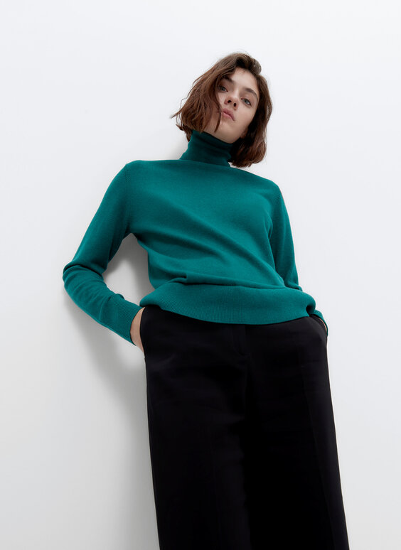 Basic polo neck sweater