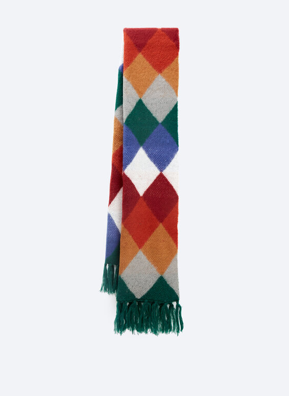 Scarf with an argyle pattern