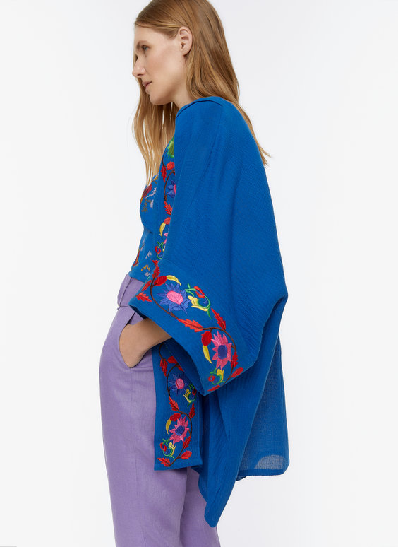 Poncho-style kaftan with floral embroidery