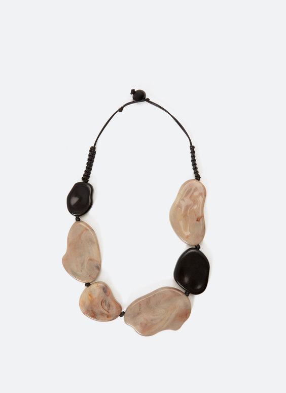 Ожерелье с крупными декоративными камнями