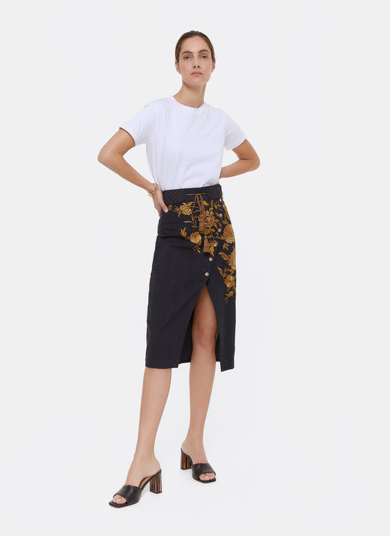 Embroidered skirt