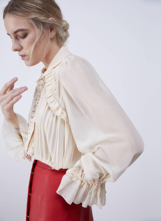 Pleated shirt with ruffles