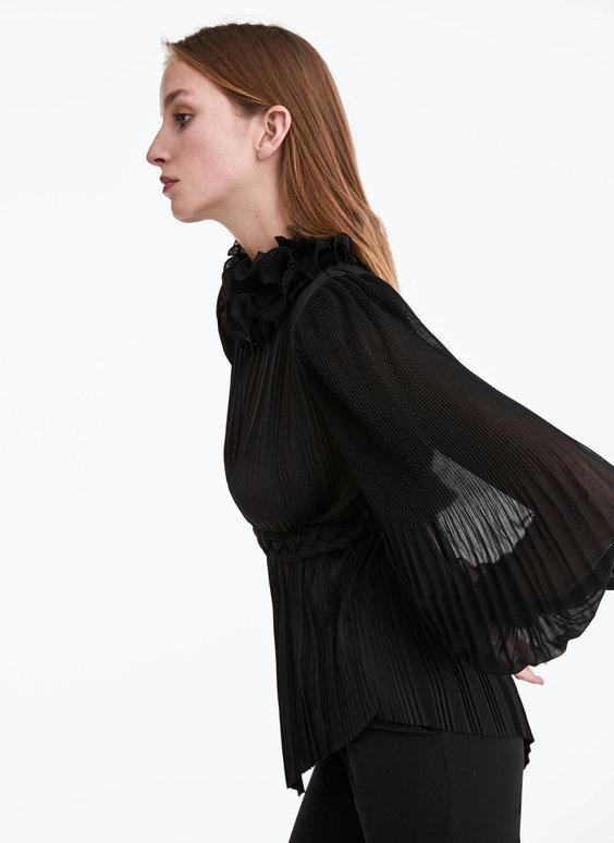 Plisowana bluzka z falbanami
