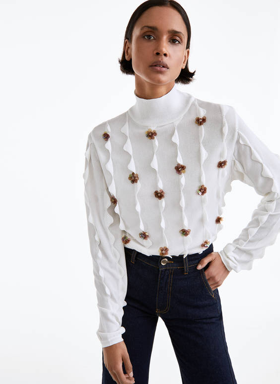 Embellished sweater with floral appliqués