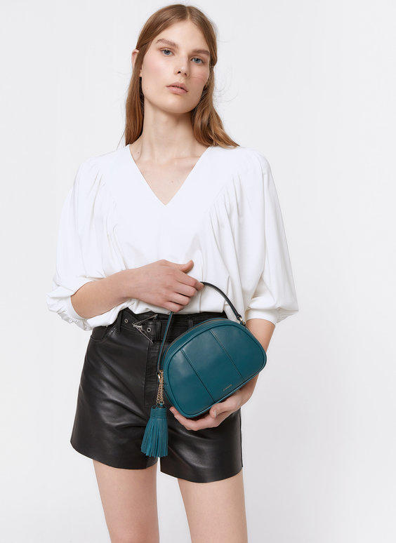 Δερμάτινη τσάντα χιαστί με διπλό πονπόν