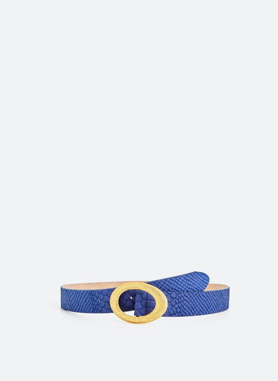 Blauer Gürtel mit goldfarbener Schnalle