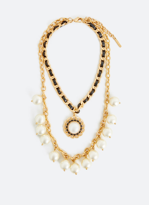 Ogrlica s umjetnim biserima i lančićima