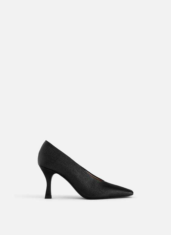 Embossed leather court shoes