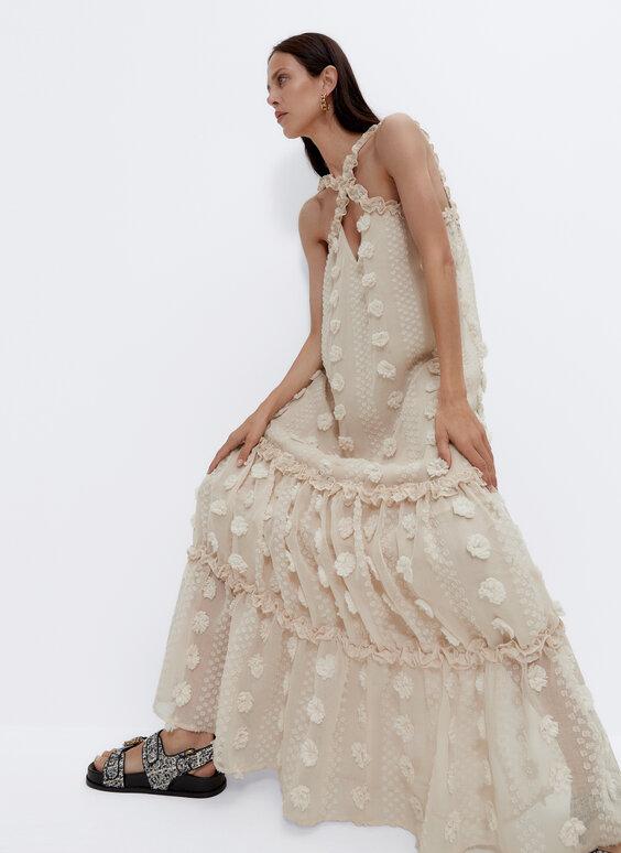 Длинное платье с вышивкой плюмети