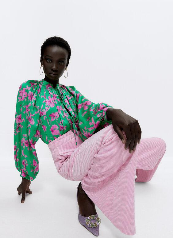 قميص ساتان بطبعة زهور