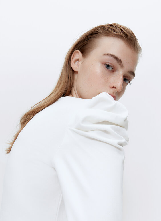 T-shirt with gathered shoulders