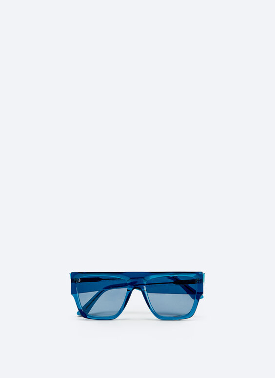 Sunglasses with straight blue frame