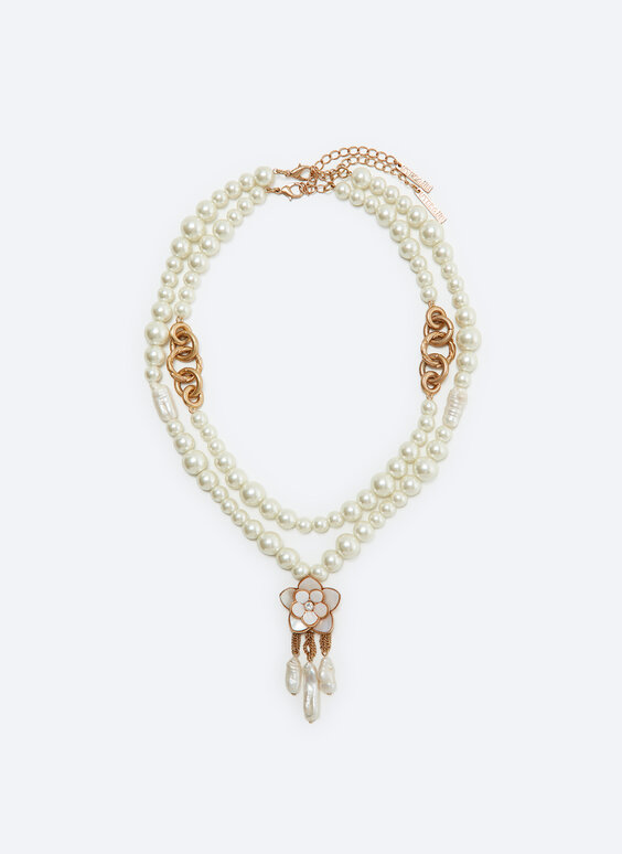 Double-strand pearl bead necklace with lacquered flower