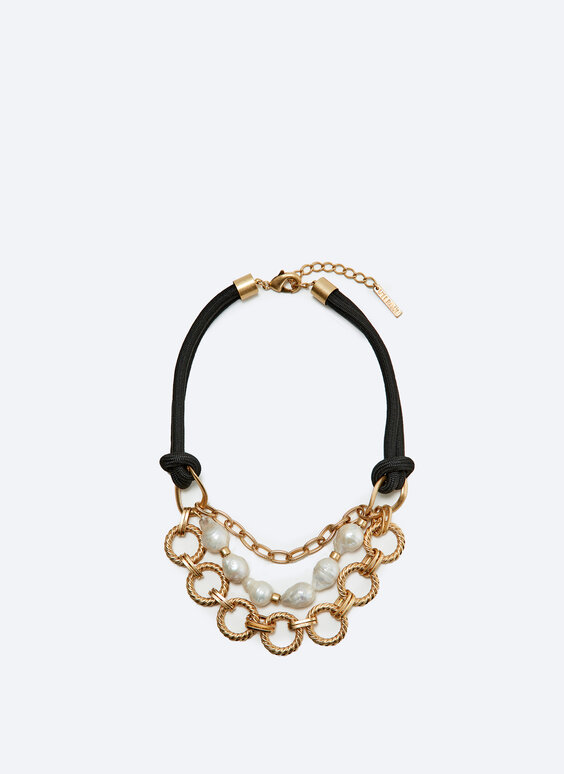 Contrast pearl cord necklace