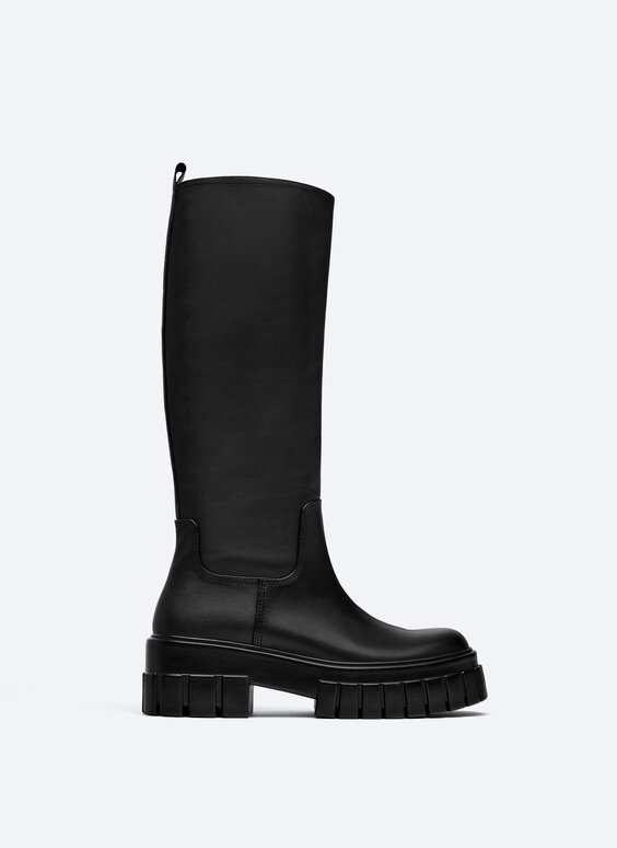 Flat leather boots with track sole