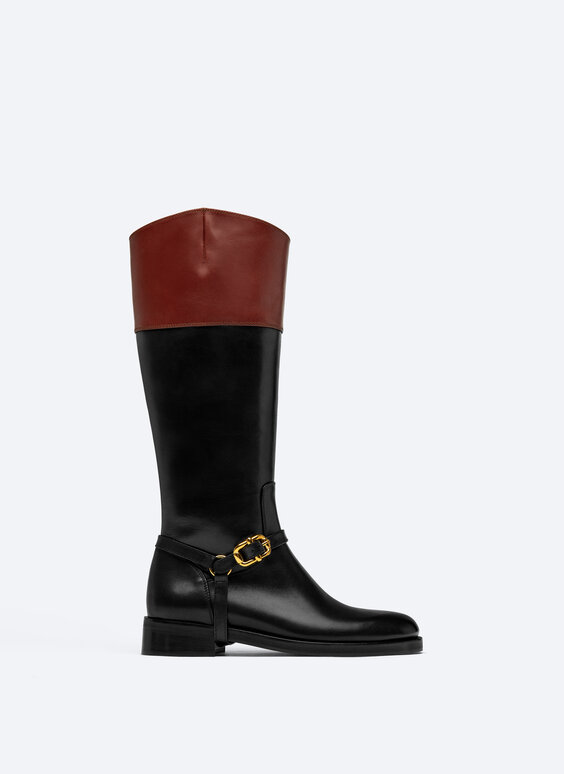 Flat riding boots with buckle