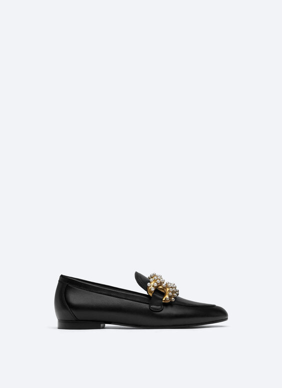 Loafers with decorative pearl beads