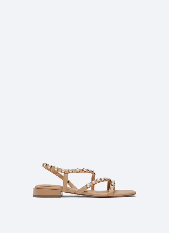 Flat leather sandal with faux pearls
