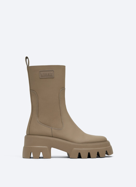 Rubberised flat ankle boots