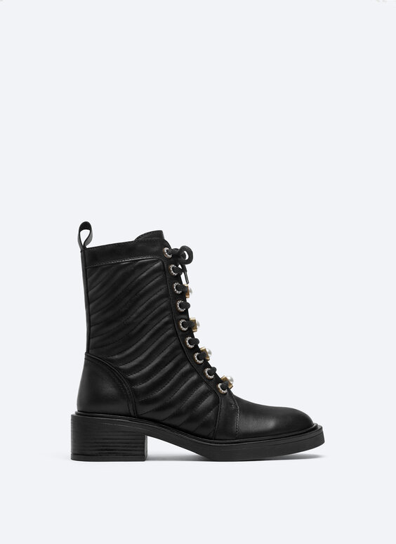 Flat ankle boots with detachable faux pearls