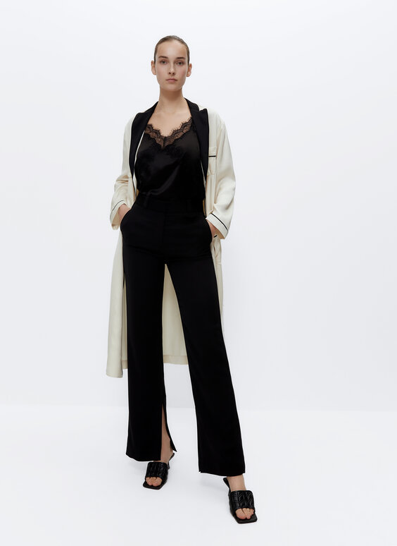 Flowing trousers with split hems