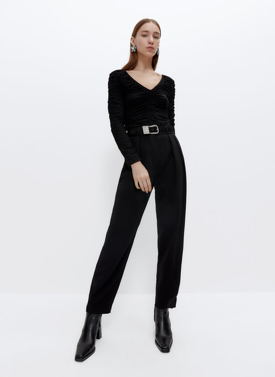 Trousers with adjustable pleats