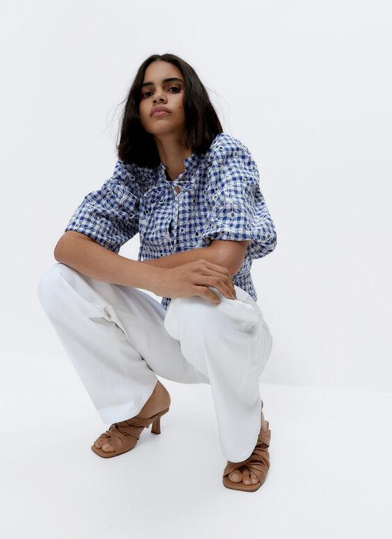 Camisa com quadrados vichy e bordado