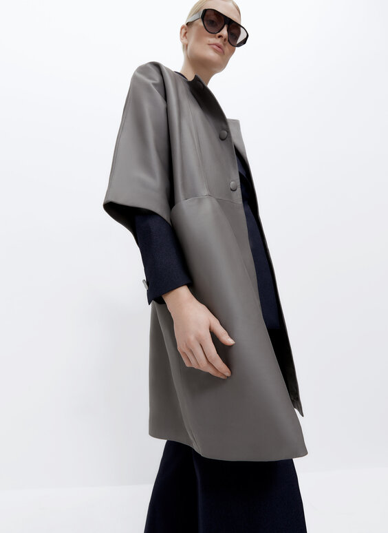 Coat with kimono sleeves