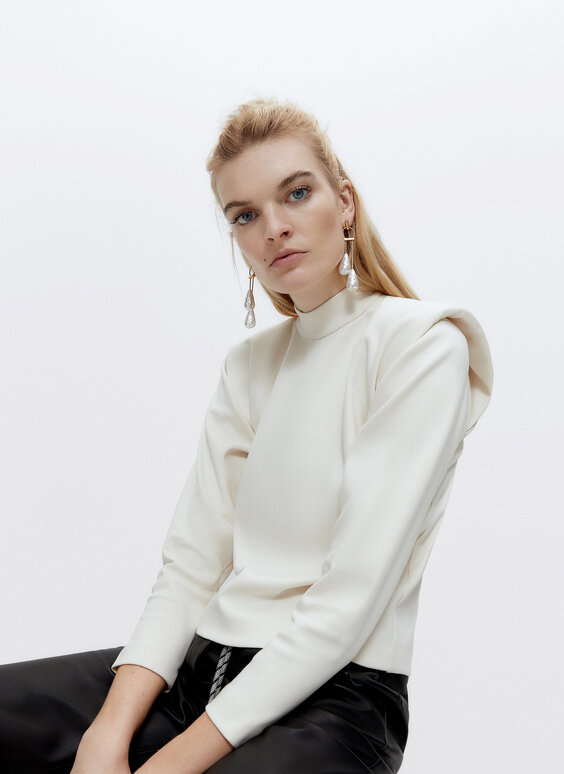 Shoulder-padded long sleeve T-shirt