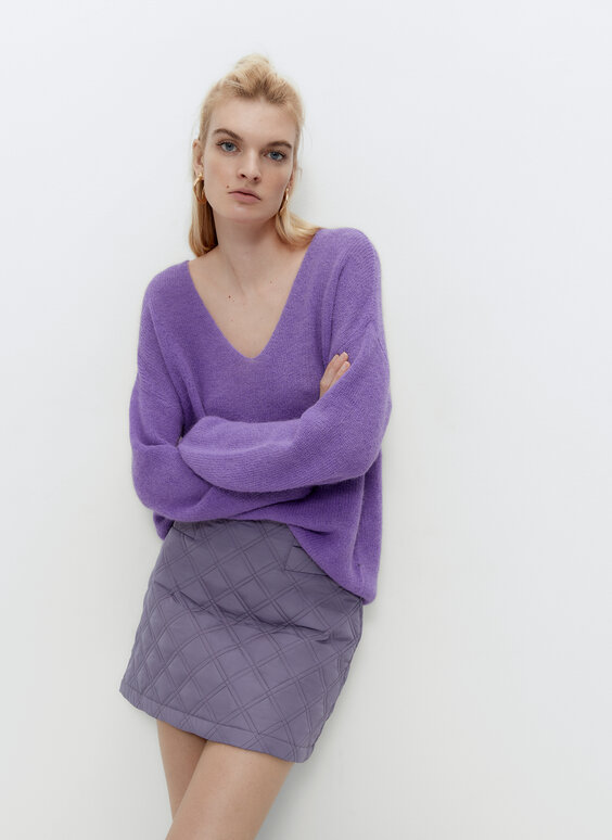 Pull col en V violet