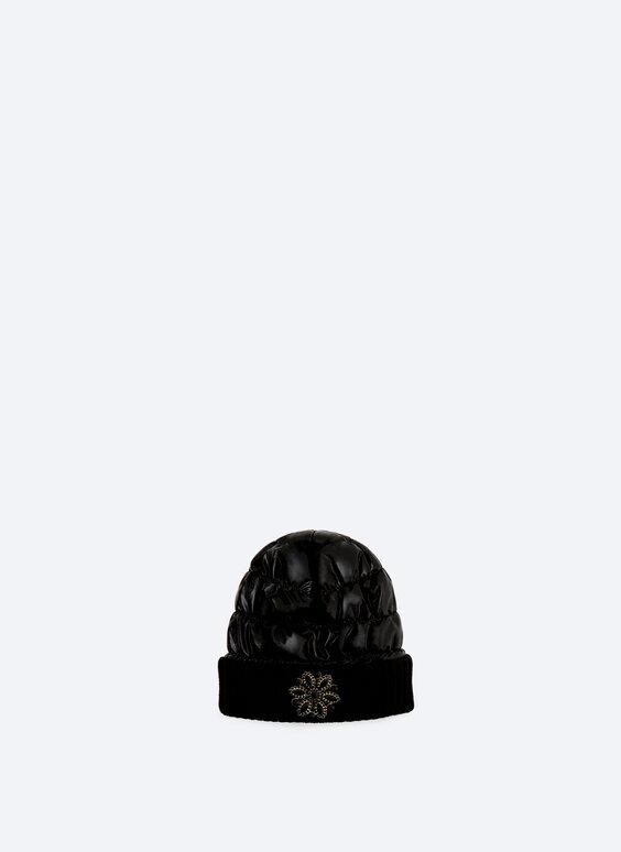 Стеганая шапка-бини с отделкой стразами