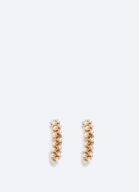 Hoop earrings with small pearls