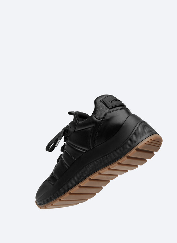 Monochrome leather trainers