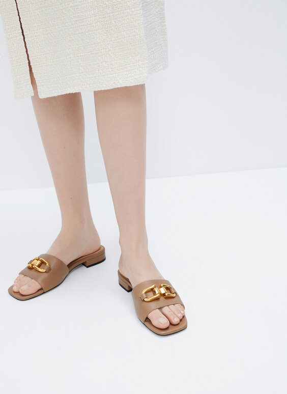 Leather sandals with metallic appliqué